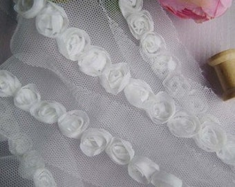 White lace trim with rose flowers 3.5cm wide 3 yards