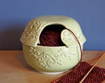fils de bol avec des rouleaux de printemps pois