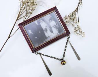 Brooch mini wooden table and 'groom' photo
