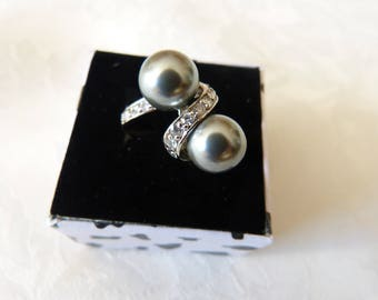 set in 925 Silver ring with Rhinestones with two 8mm imitation Pearl Tahitian pearls