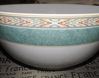 Vintage (c.1995) Wedgwood Aztec pattern large salad or serving bowl. Wedgwood Home Collection. Light-green band, geometric inset. MINT
