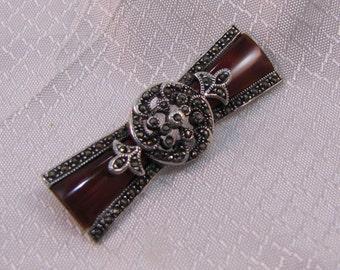 Art Deco Bow-Tie Style Carnelian Art Deco Brooch