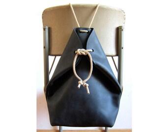 minimal rucksack off black