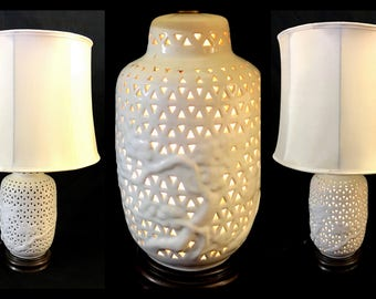 Asian Chinese 1950s White Porcelain Blanc de Chine Pair of Ginger Jar Lamps with Internal Light