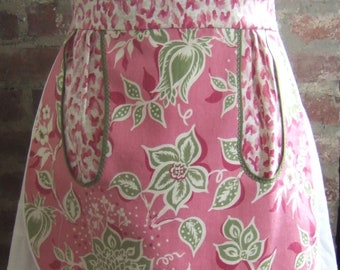 Cute and functional half apron with large pocket!