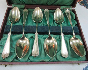 VINTAGE - From England - Boxed set of Teaspoons -