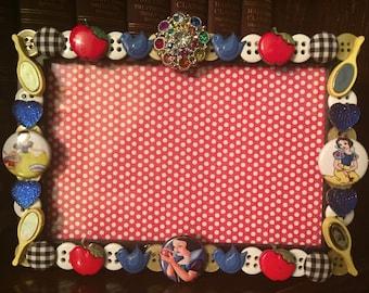 Snow White button picture frame, displays 4 x 6 photo