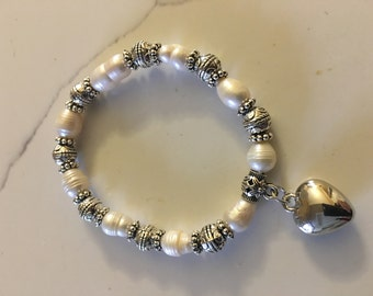 New Pearl stretch bracelet with a heart charm