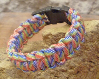 Bracelet lace mixed with different colors