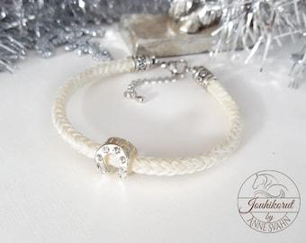 Bracelet made of white horse hair, horse shoe bead