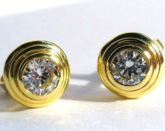 Classic 18kt Gold Stud Earrings