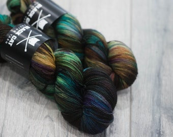 Canadian Hand-dyed yarn 100% Superwash Merino Lace Yarn 113g 980 yards Lace weight. Terokkar. Multicolored variegated yarn.