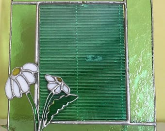 Stained glass. Portrait holder in green glass with Daisy, handmade by Debora Boi hand made