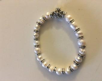 New pearl stretch bracelet with Cross