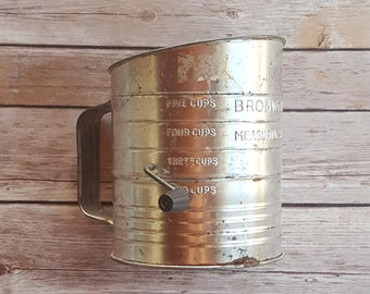 Five Cup Measuring Sifter Bromwell's Rustic Kitchen Sifter 50s Kitchen Decoration Grandma's Kitchen Utensil Silver Sifter Rustic Dining Room