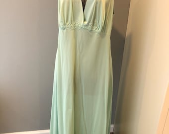 Vintage Vanity Fair mint green nylon ladies night gown - size 42 - made in usa - full length nightgown - free bust - v neck nightgown