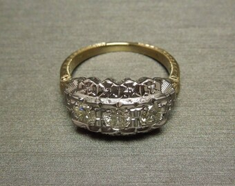 Antique Estate C1940 Engraved 14K Gold 0.59TCW Three Round Brilliant Diamond Engagement Statement Ring Band Sz 6