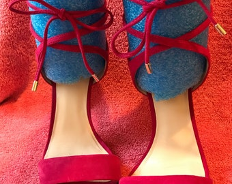 Fuschia lace up pumps