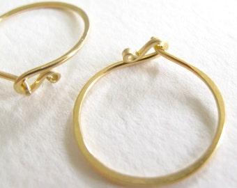18k gold endless hammered solid gold hoop earrings 18 karat 18 gauge artisan hoops metalsmith