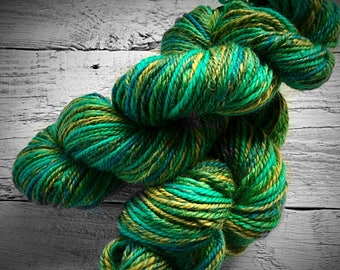 Green handspun yarn - handspun wool yarn hand spun green yarn worsted yarn worsted weight yarn yarn for knitting yarn for crocheting