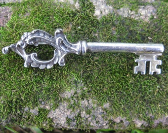 VINTAGE ornate silver ZENTALL key brooch pin steampunk