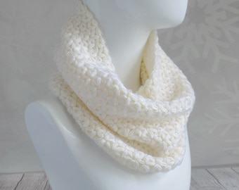 White wool scarf Chunky knit cowl Crochet women scarf Knit wool cowl Chunky knit scarf Soft and warm white knit scarf Gift for women