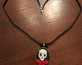 Skull with roses pendant necklace