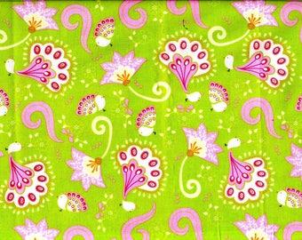 Beau Tissu de coton patchwork fleurs stylisées roses sur fond vert vif anis