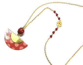 Necklace with brick red weight paper fan, red beads, chain and gold rings