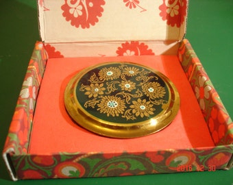 Vintage 1950's Powder Compact London Maker Possibly Stratton