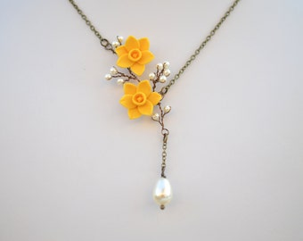 Yellow Daffodil Flower Necklace. Daffodil Spring Necklace. Daffodil Jewelry.