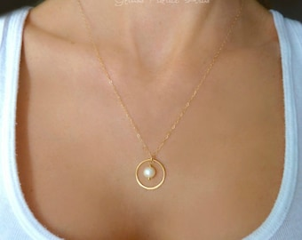 Freshwater Pearl Necklace, Dainty Pearl Necklace, Rose Gold Pearl Necklace, Rose Gold Bridesmaid Necklace Gift, Gold Circle Necklace Jewelry