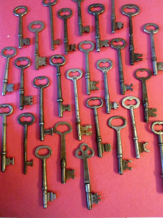 28 Assorted Antique & Vintage Metal Door and Furniture Keys for your Home Projects - Steampunk Art - Jewlery Making - Metal Working