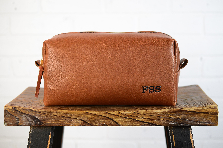 Personalized Leather Dopp Kit Groomsmen Gift | Monogram Leather Mens Toiletry Bag Wash Bag Travel Case | Gift for Husband Dad Grad Boyfriend