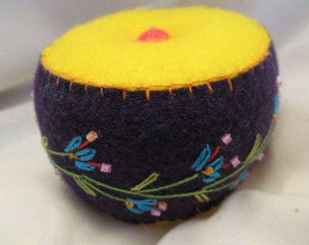 Bright Colored Pincushion For Eveyone, Sewing Tool, Sewing Box Addition,Sewing Gift,Youthful Pincushion,Pretty Felt Pincushion , Sewing Aid