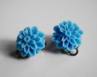 2x Dahlia clip-on earrings