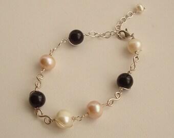Fil enroulé Onyx noir, blanc et doux violet perles d'eau douce avec Bracelet en argent Sterling liens S