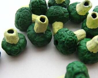 10 Tiny Broccoli Beads - CB184
