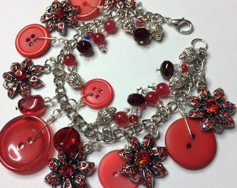 Vintage jewelry, Vintage buttons, Antique jewelry, Antique buttons, Charm bracelet, Wire bracelet, Memory wire jewelry, Button bracelet