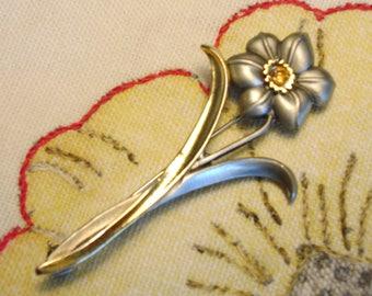 Lovely flower brooch (337)