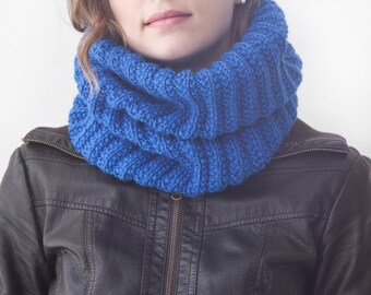 Cobalt Knit Scarf, Infinity winter scarf, Warm Scarf, Blue Chunky Knitted Cowl, Hand Knit Snood, Circle Scarf, Womens Scarf