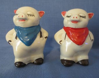 Excellent Vintage Smiley Pig Salt and Pepper Shakers