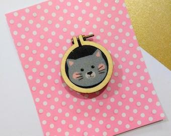 Brooch mini drum kitten