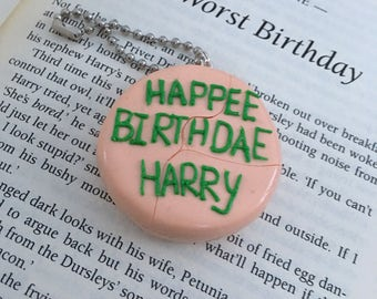Harry potters birthday cake from Hagrid keyring/magnet