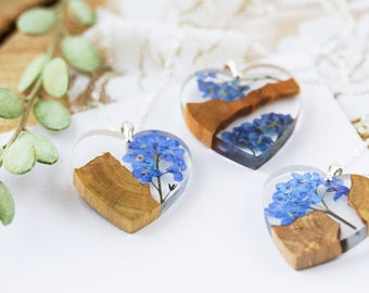 Forget me Nots Necklace - Driftwood Necklace - Something Blue , Resin Wood Jewelry , Boho Necklace , Beach Jewellery , Real Flower Necklace