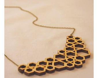 Chain geometric pendant in wood