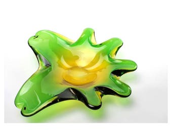 Decorative Midcentury-Style Green & Yellow Art Glass Abstract/Amoeba-Shaped Shallow Catch-All Bowl