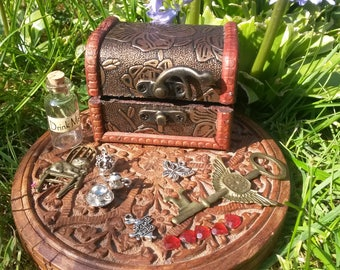 Alice In Wonderland Treasure Box with Charms and Drink me Bottle