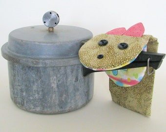 childs potholder, kitchen puppet, reversible puppet, monster pot holder, monster puppet, childrens potholder, pink monster potholder