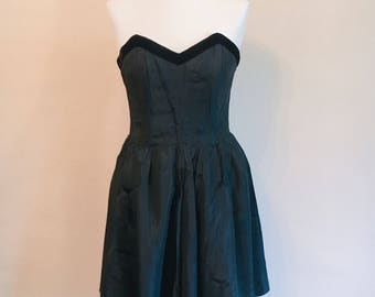 SALE Vintage 1980s gothic sweetheart bust dress // strapless dress